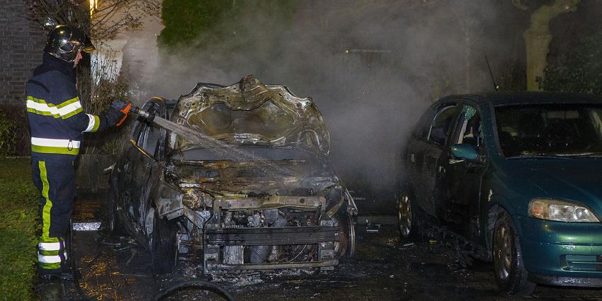 Auto volledig uitgebrand aan de Derde Rompert in 's-Hertogenbosch