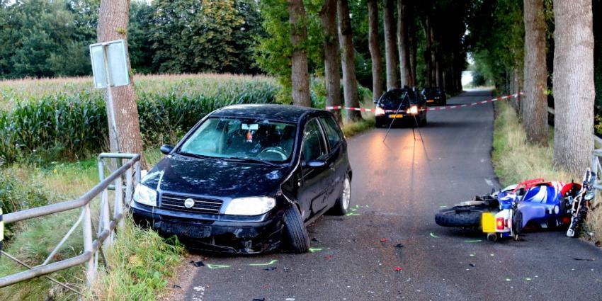 Motorrijder botst op auto in Anreep