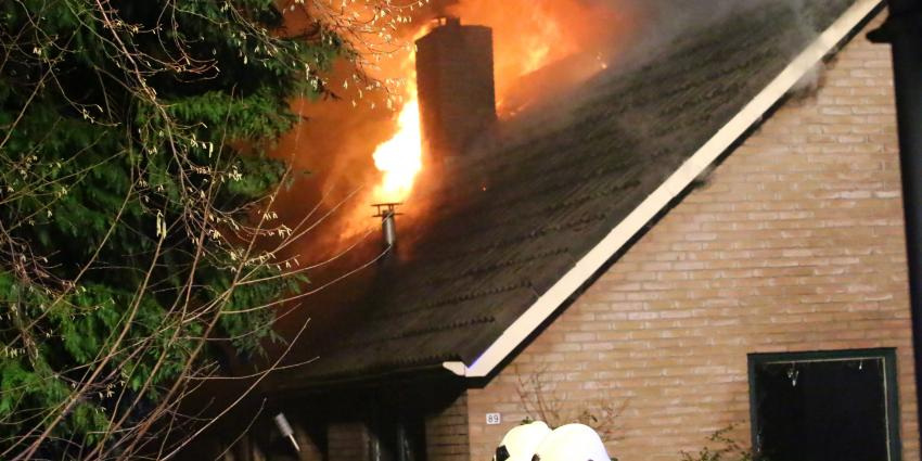 Brand richt grote schade aan in woning Schoonoord
