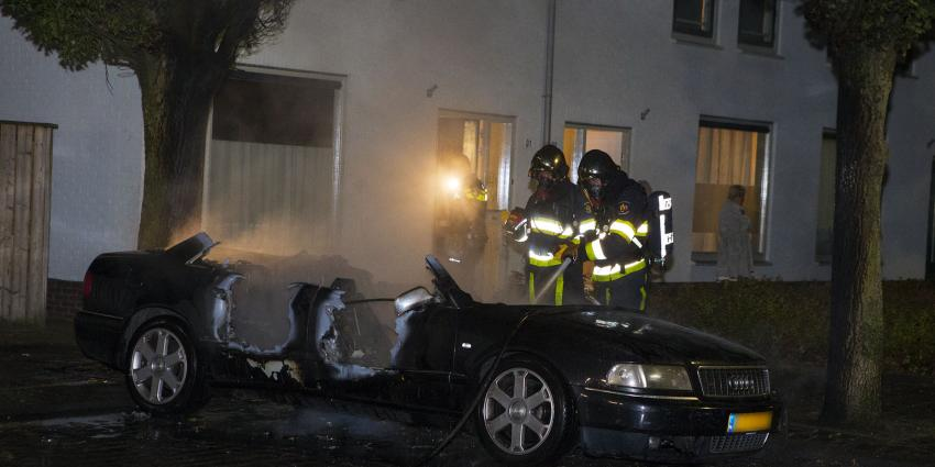 Politie onderzoekt autobrand in Den Bosch