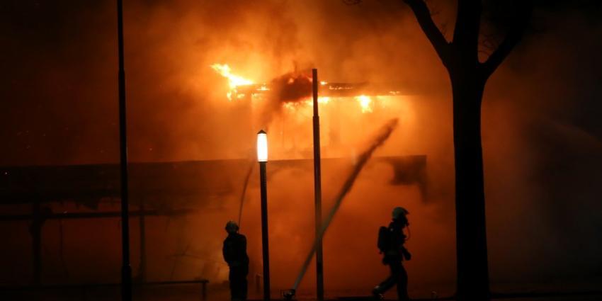 Bedrijfspand in vlammen opgegaan in Musselkanaal