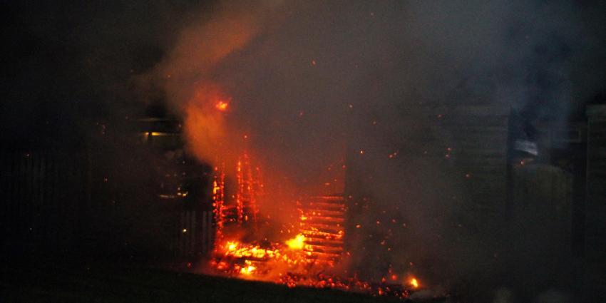 Schuur volledig verwoest door brand in Delfzijl