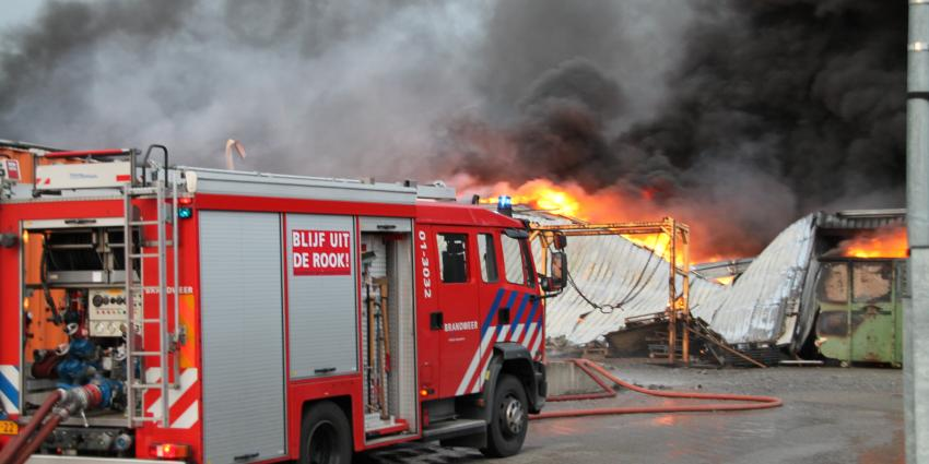 Brand legt loods in Delfzijl in de as