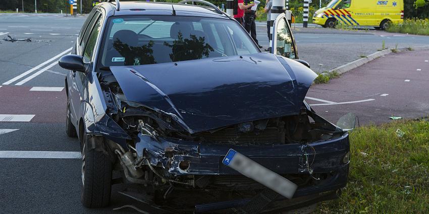 Flinke ravage na botsing met twee voertuigen op kruispunt in Best