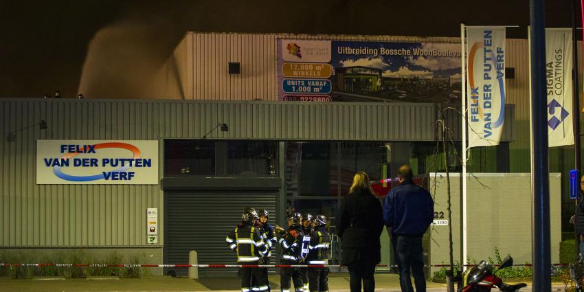 Grote uitslaande brand op bedrijventerrein in 's-Hertogenbosch