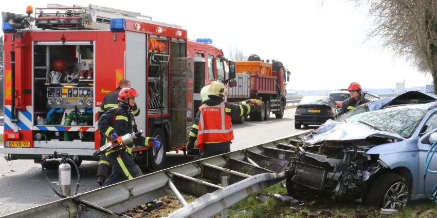 auto ramt verkeersbord op N33 bij Veendam