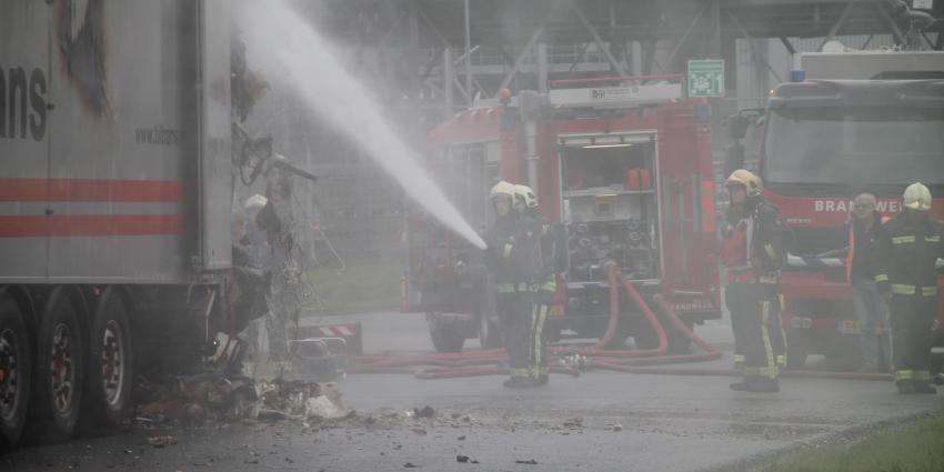 Trailer met afval in brand Delfzijl
