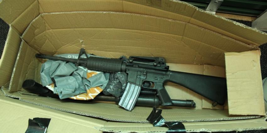 Groot aantal vuurwapens aangetroffen in opslag box