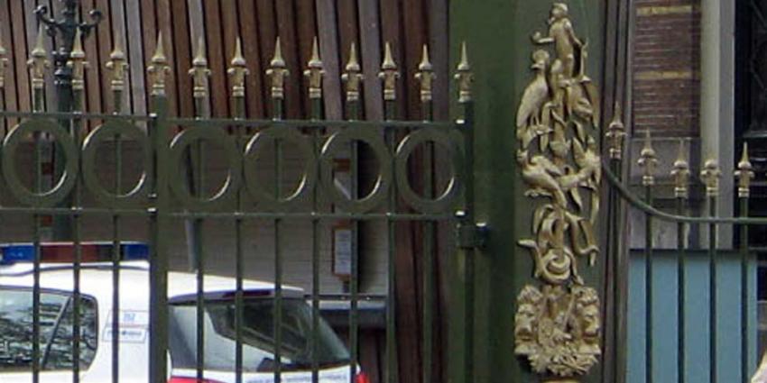 Insluiper bij Artis verliest teelbal op hekwerk van dierentuin