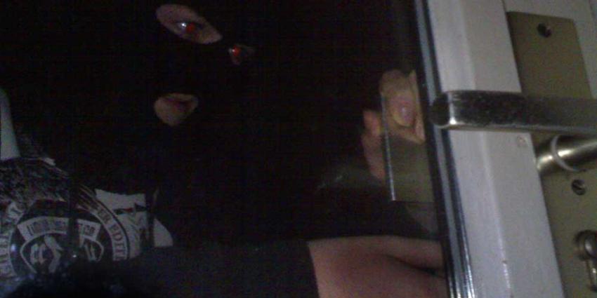 Vrouw door betrapte inbrekers vastgebonden