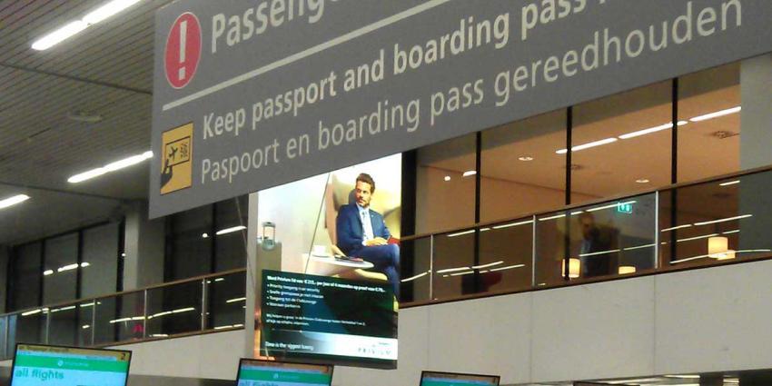 Italiaan door KMar gearresteerd na insinuatie 'neerhalen vliegtuig' op Schiphol