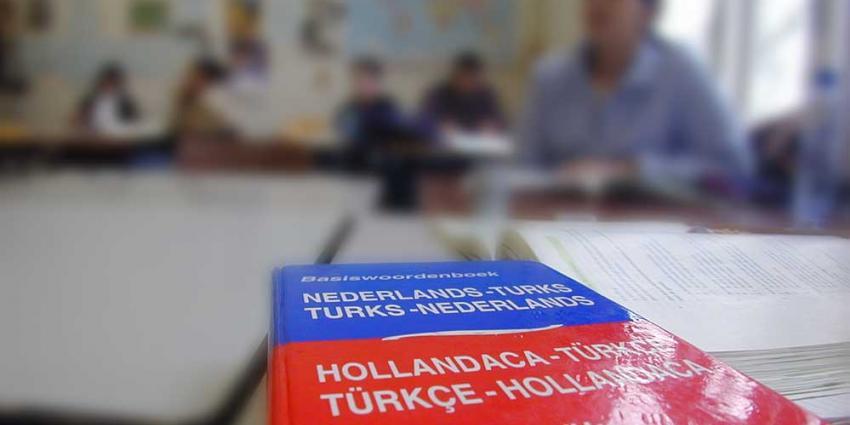 Staatssecretaris moet nieuwe islamitische middelbare school in Amsterdam bekostigen