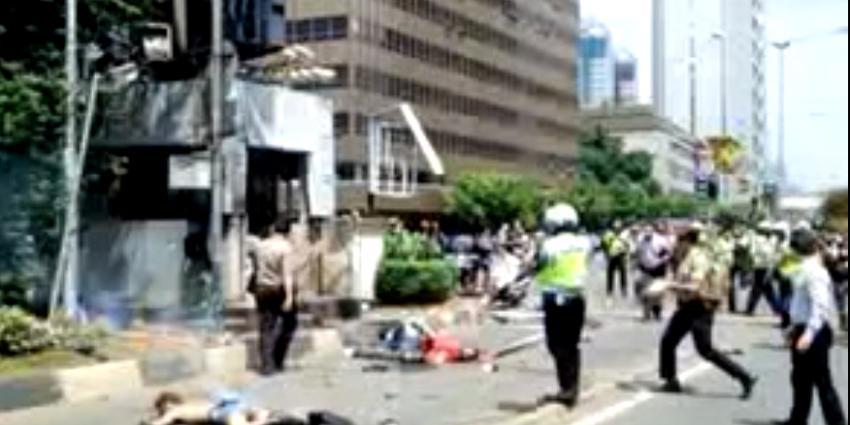 Doden en gewonen bij bomaanslagen in Jakarta