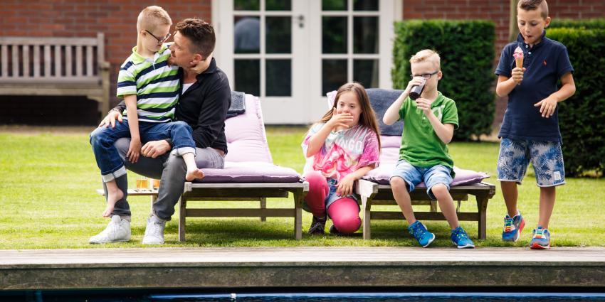 9-jarige Rotterdamse jongen met Downsyndroom ontmoet held Johnny de Mol
