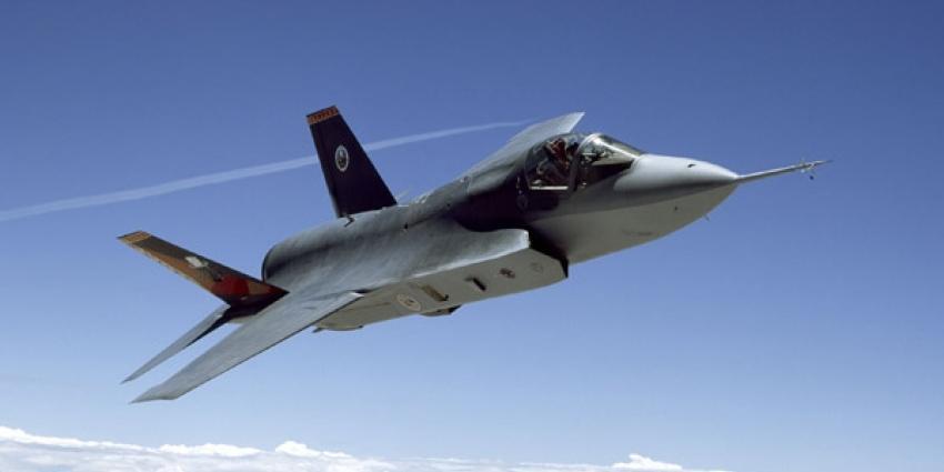Luchtmacht heeft derde JSF vlieger