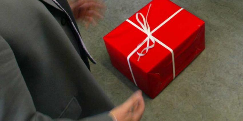 Zorgautoriteit start onderzoek naar zorgverleners die cadeaus beloven