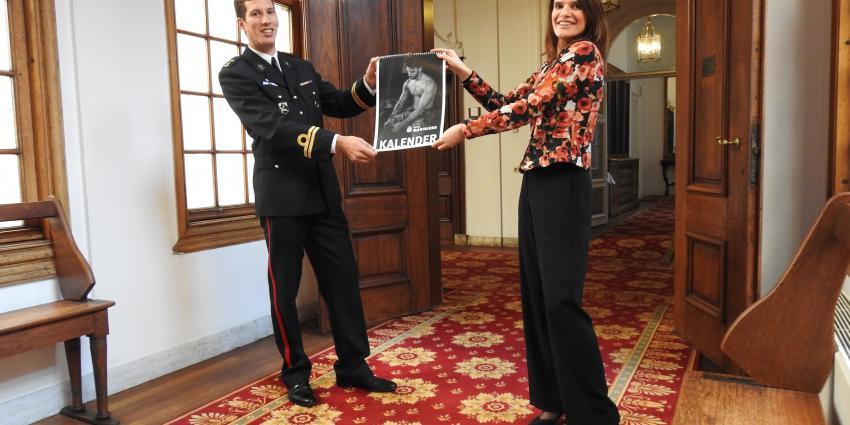 Staatssecretaris Barbara Visser kreeg het 1e exemplaar.