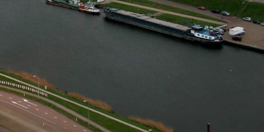 'Rijkswaterstaat laat waterpeil zakken voor te lage spoorbrug'