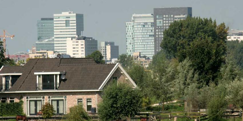 Amsterdam reserveert 70 voetbalvelden voor kantoorbouw