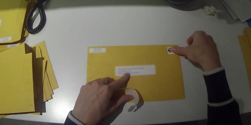 Parodie op GoPro filmpjes, man filmt zijn saaie kantoorbaan