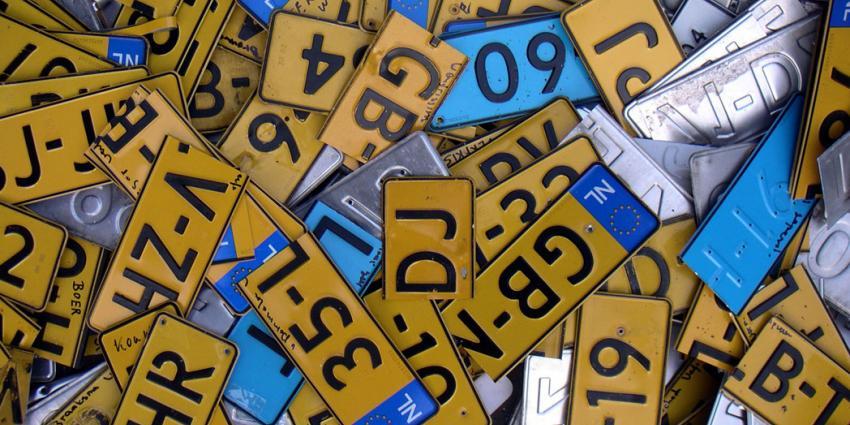 Politie haalt twee auto's met zelfde kentekenplaten van de weg