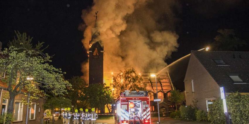 Kerk door brand verwoest