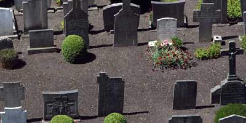 Vier jongeren opgepakt voor vernielingen op begraafplaats