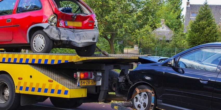 Kettingbotsing met vier voertuigen op Eindhovenseweg in Boxtel