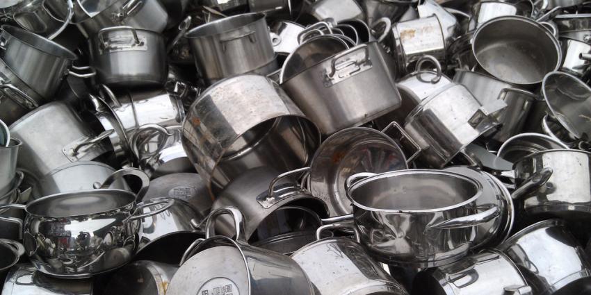 Voedingscentrum start campagne voor schone keuken: 'Ziekmakers zie je niet '