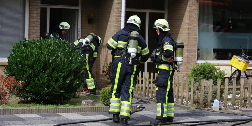 Buurman blust keukenbrand en haalt bewoner uit woning in Boxtel