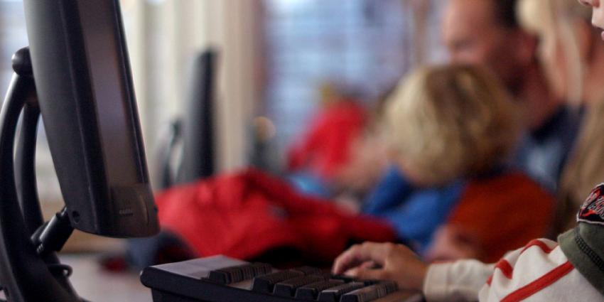 Foto van kind achter computer | Archief EHF
