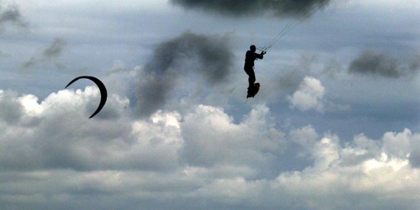 foto van kitesurfer   fbf