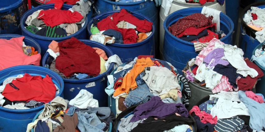 'Veel vluchtelingen lopen noodgedwongen in veel te grote kleren'