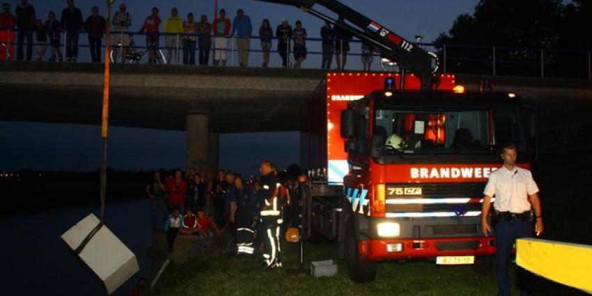 Duikers halen kluis uit water   Henk Brunink