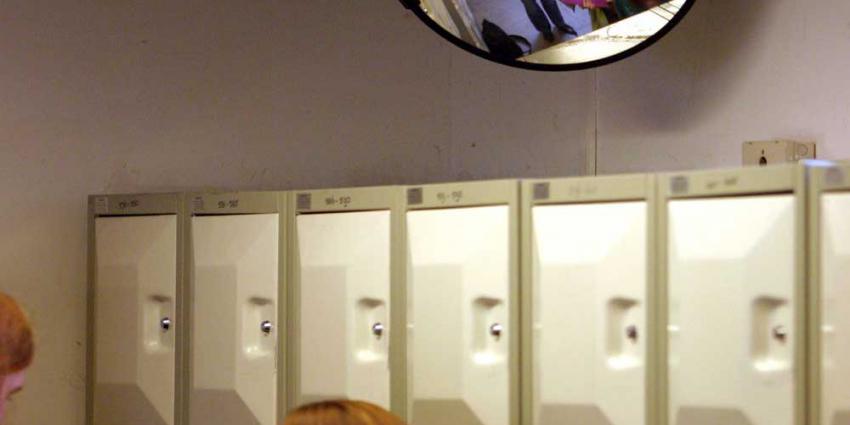 Minderjarige jongens in Amsterdam aangehouden voor afpersing scholieren