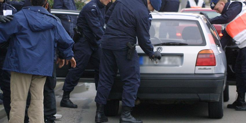 Foto van KMar controle auto buitenlands kenteken | Archief EHF