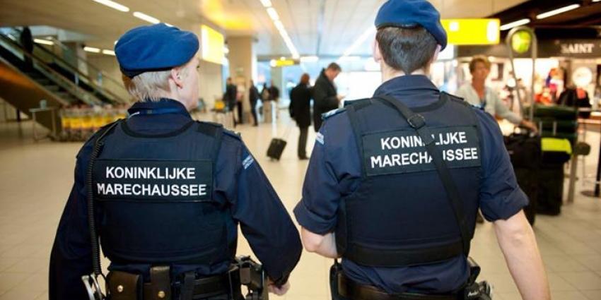 Voorvluchtige Zweed aangehouden door Marechaussee op Schiphol