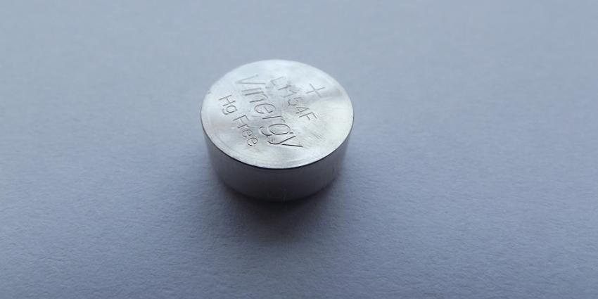 Knoopcelbatterij levensgevaarlijk voor kinderen