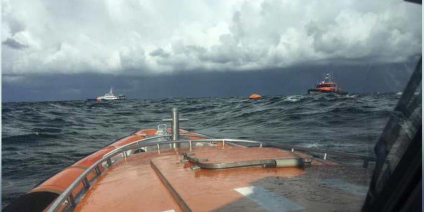 KNRM redt 11 Denen uit zee nadat schip zonk bij Zandvoort