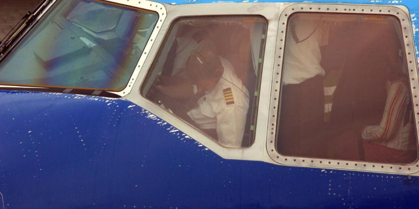 Toestel KLM keert terug na bommelding