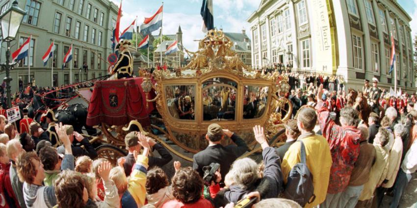 Staatsrechtegeleerden: Rutte moet kosten gouden koets wèl bekend maken'