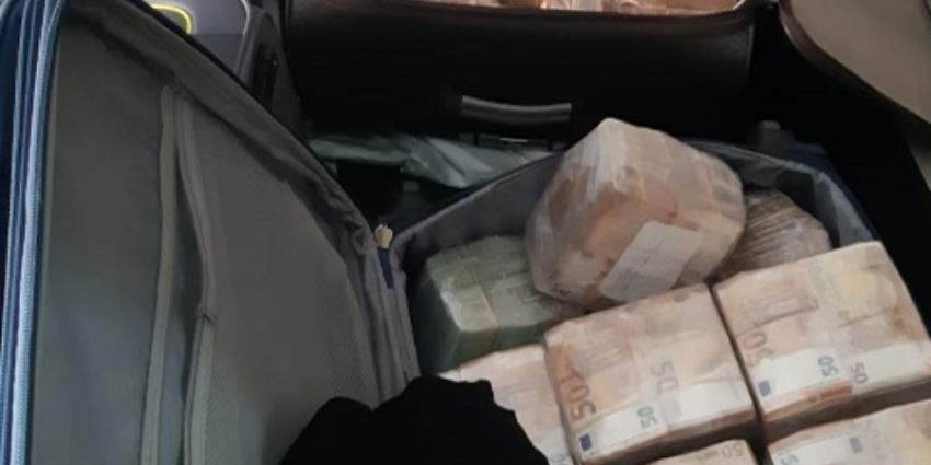 Koffer met bankbiljetten