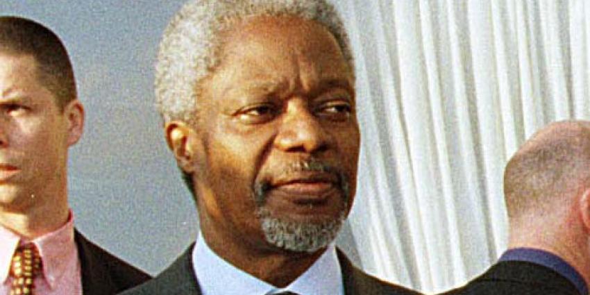 Kofi Annan rouwt op Schiphol