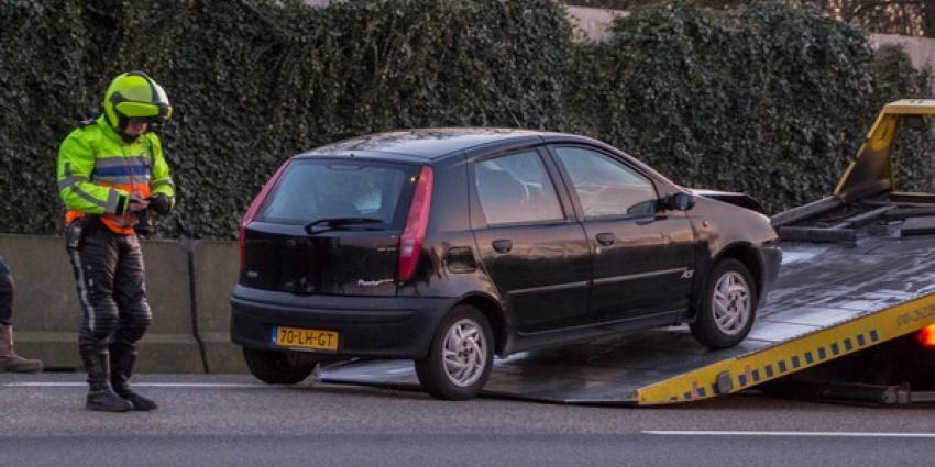 Kop-staart aanrijding tussen 3 auto's