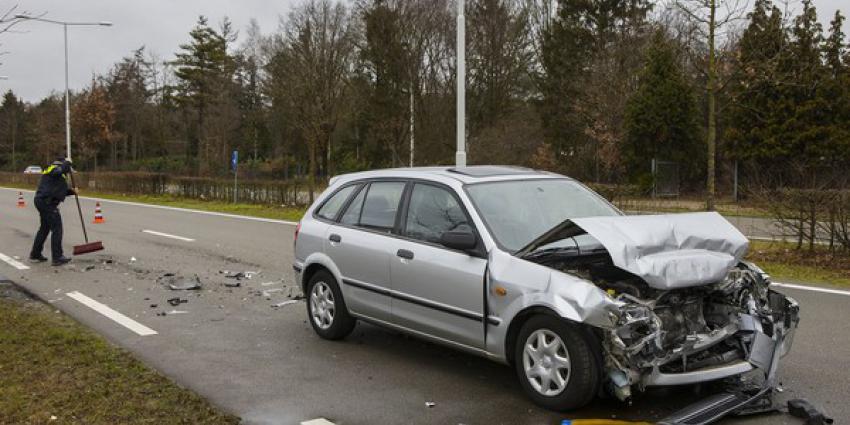 Lesauto betrokken bij kop-staartbotsing op Eindhovenseweg Zuid in Best