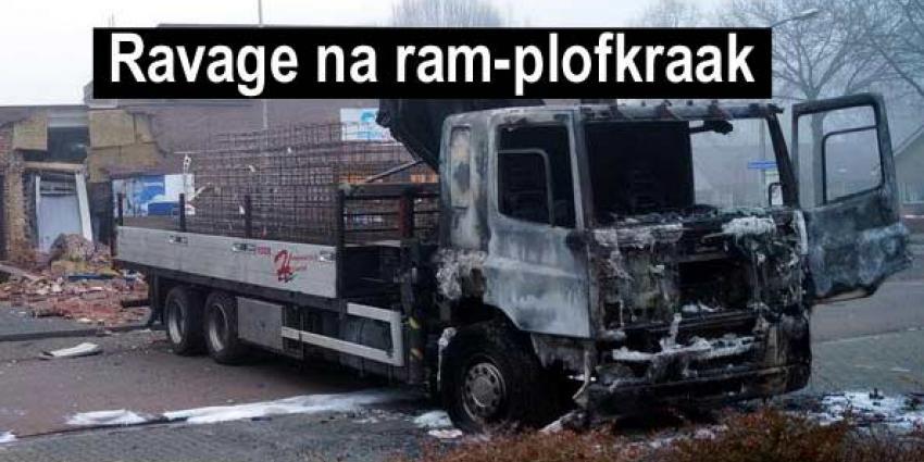 Veel schade na ram- en plofkraak bij geldautomaat Gramsbergen