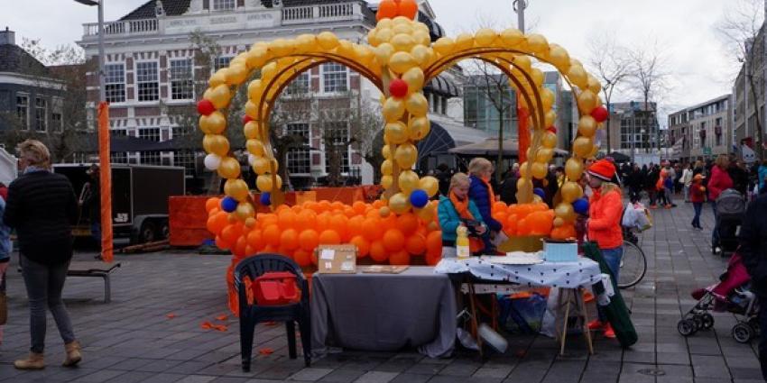 Gezellige drukte op Koningsdag in Heerenveen
