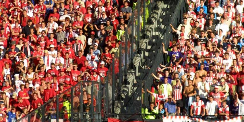 Foto van de Kuip stadion supporters   Archief EHF