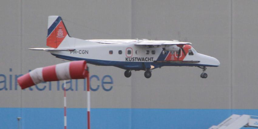 Vliegbasis Eindhoven dicht na klapband kustwachtvliegtuig