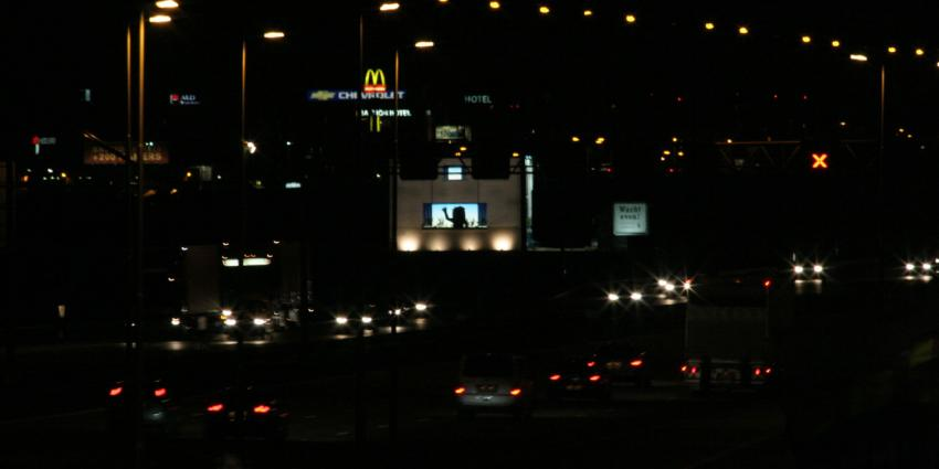 Nederlander wil reclameverlichting en verlichting van kantoren 's nachts uit